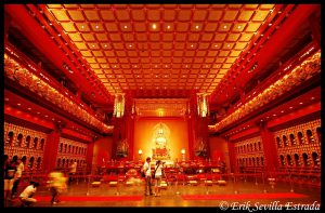 Buddha Tooth Relic Temple Interior Copy right Erik Sevilla Estrada CC BY-SA 2.0