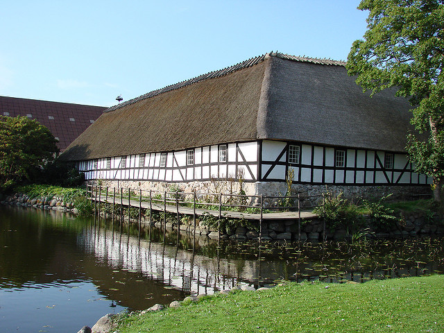 thatched-roof-egeskov